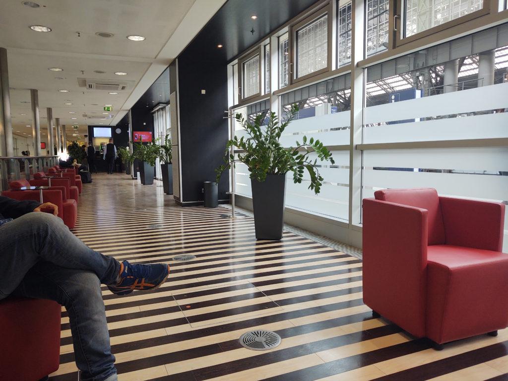 Das reduzierte Sitzplatzangebot in der DB Lounge Köln Hbf